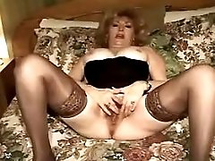 Mature has fuck on sofa n gets cum