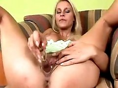 Ebony milf sucks dick with pleasure