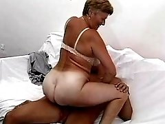 Mature gets cumshot on ass in orgy